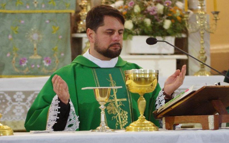 Sveicam mūsu draudzes prāvestu priesteri Bernardu Vagali 8. priestera ordinācijas gadadienā!