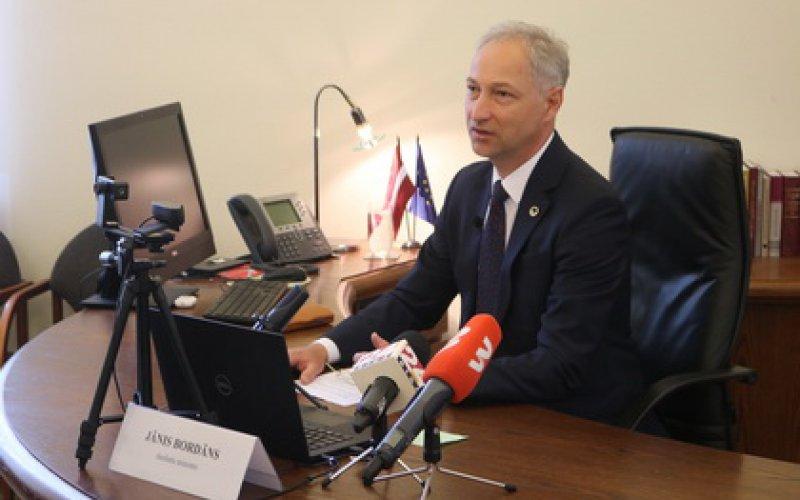 Tieslietu ministrs pateicas reliģiskām organizācijām par sadarbību Covid-19 pārvaldībā